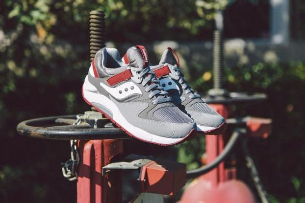 SAUCONY GRID 9000 – GREY/RED